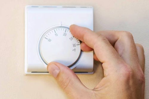 Analogue central heating thermostat