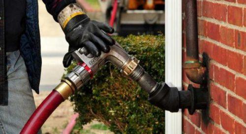 Oil supplier providing fuel to a domestic oil tank